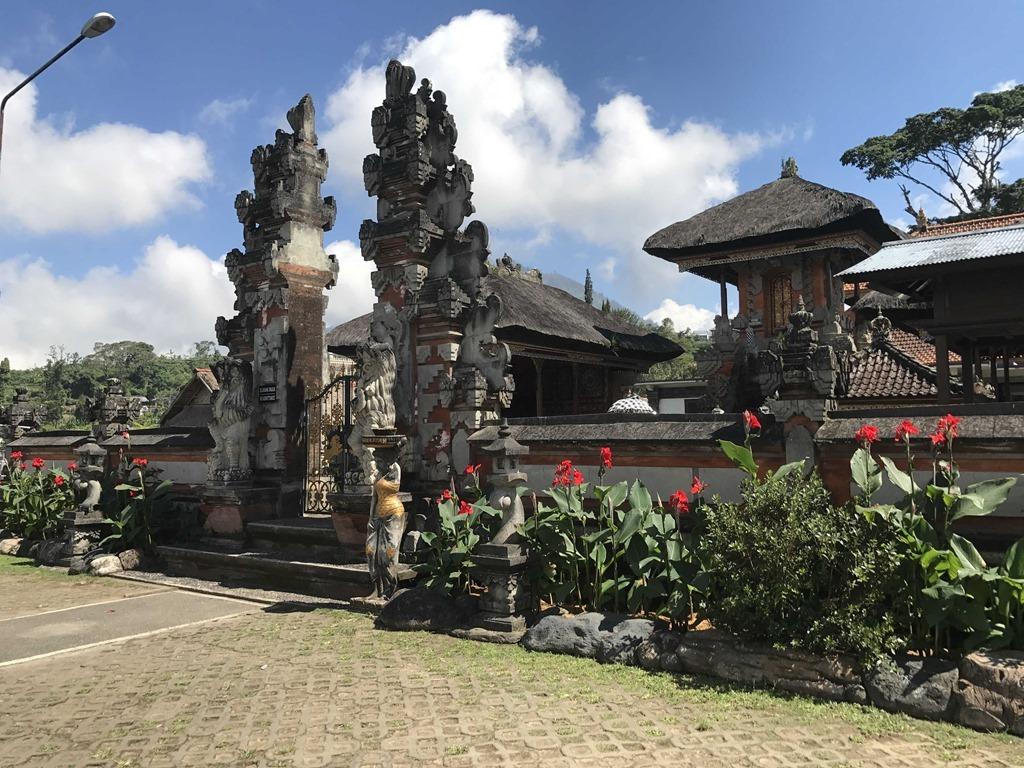 691 Fahrt ueber Bali (D E)