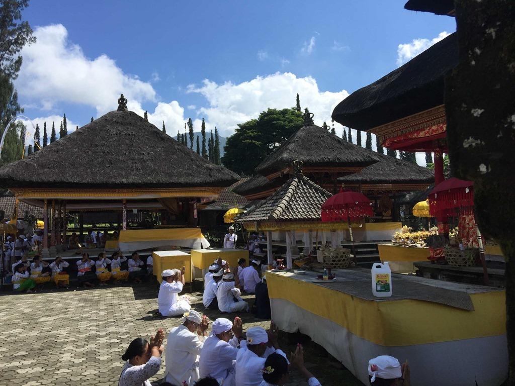 696 Fahrt ueber Bali (D E)